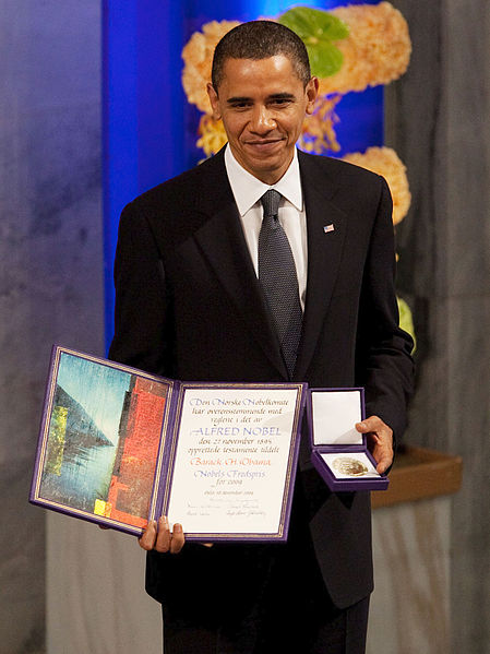 449px-President_Barack_Obama_with_the_Nobel_Prize_medal_and_diploma